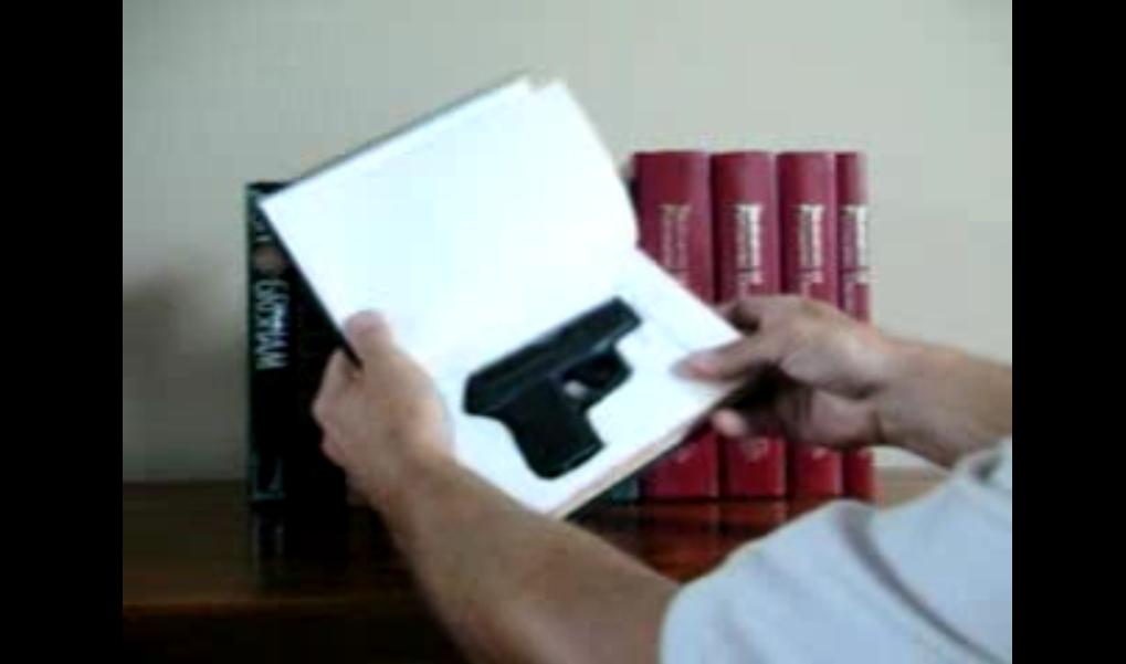 livre cache arme videos de police com vid os et reportages sur la police nationale. Black Bedroom Furniture Sets. Home Design Ideas
